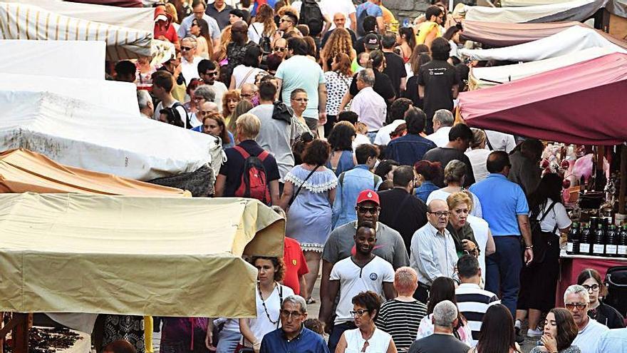 Los comerciantes proponen aplazar la feria medieval a la última semana de agosto