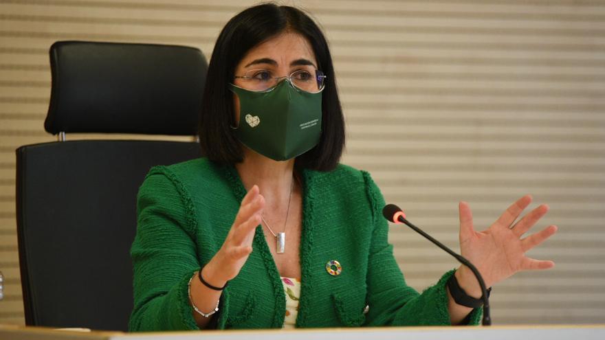 """Darias: """"Sigue el objetivo de 33 millones de españoles vacunados en agosto"""""""