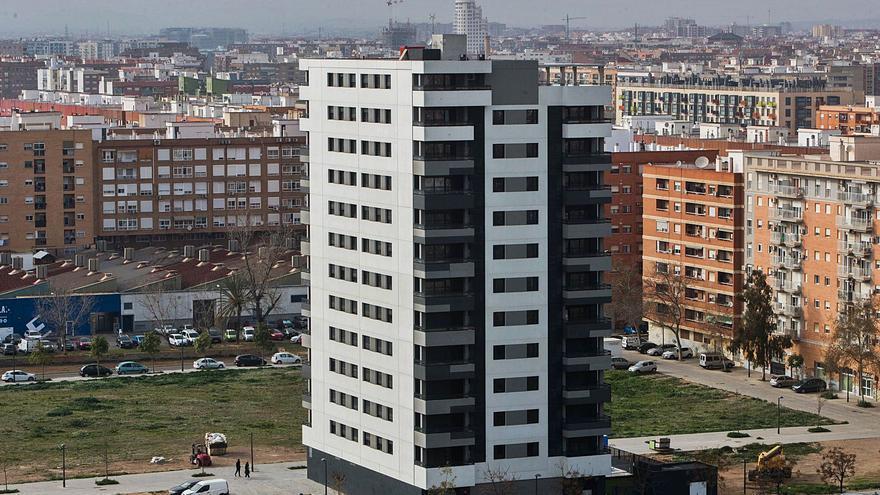 El mercado inmobiliario valenciano se desploma al vender 19.043 casas menos
