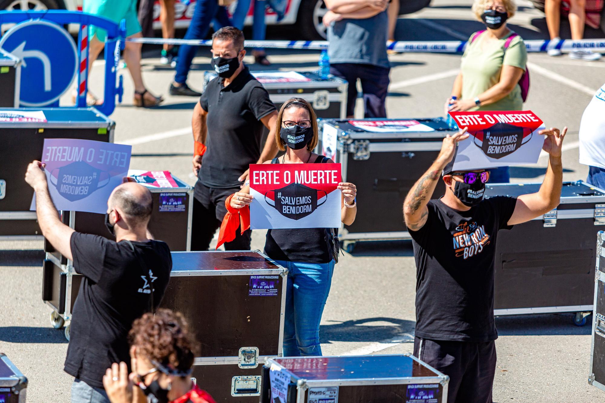 """Galería: El sector turístico de Benidorm clama soluciones a la crisis: """"Erte o Muerte"""""""