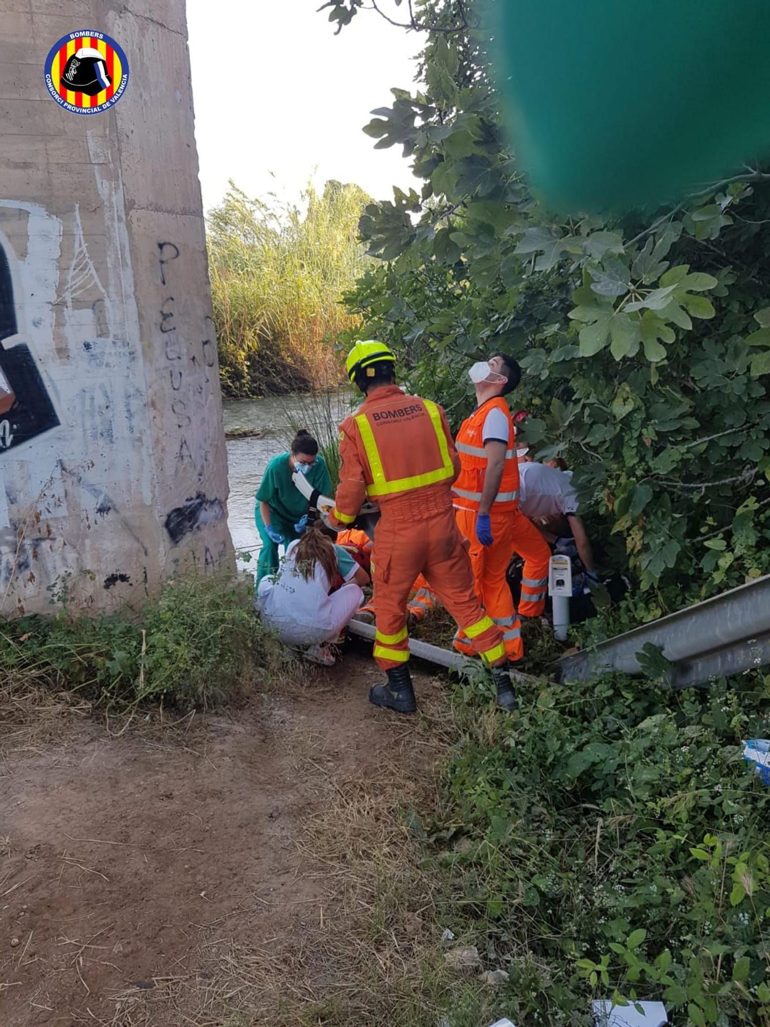 Muere un trabajador al caer de un puente en obras en Riba-roja