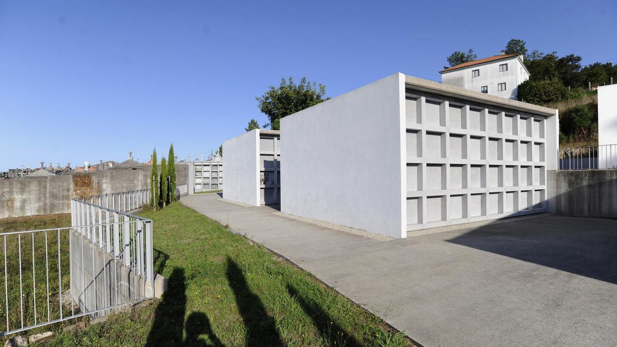 Una vista de la zona de ampliación del cementerio parroquial de San Paio en Figueiroa de Abaixo, en A Estrada. // Bernabé / Javier Lalín