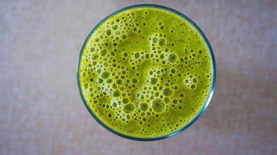 El jugo antioxidante para tomar por la noche y adelgazar
