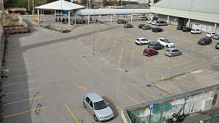 La plataforma del transport exigeix tarifa plana al pàrquing de l'estació de busos