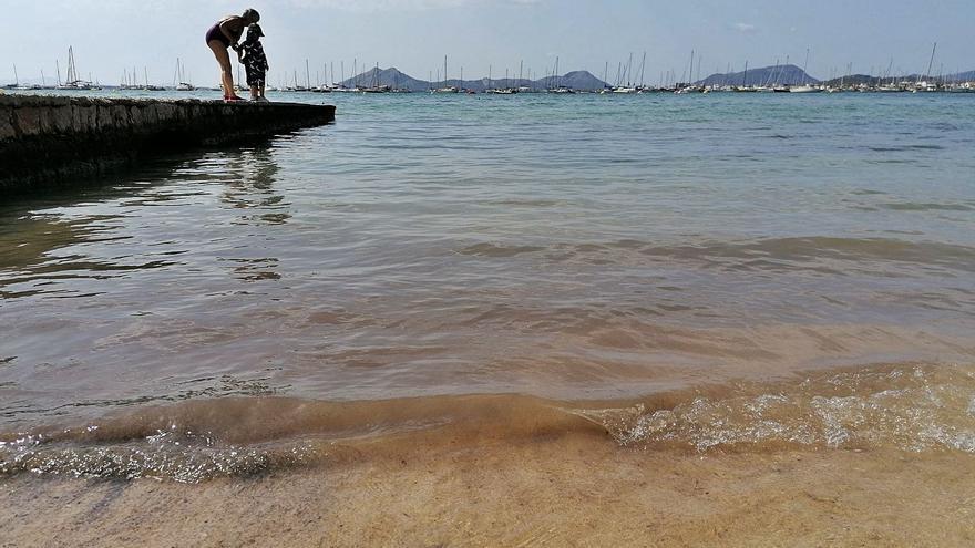 Kampf gegen Ekelwasser in Badebucht von Port de Pollença