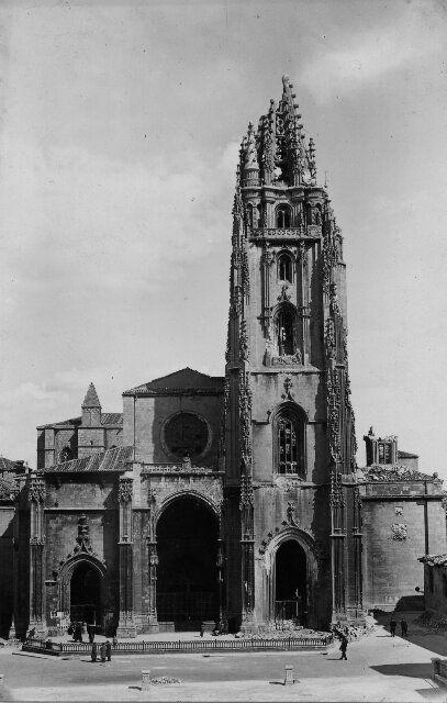 La catedral tras los bombardeos, hacia 1937 (Foto, Mendía)
