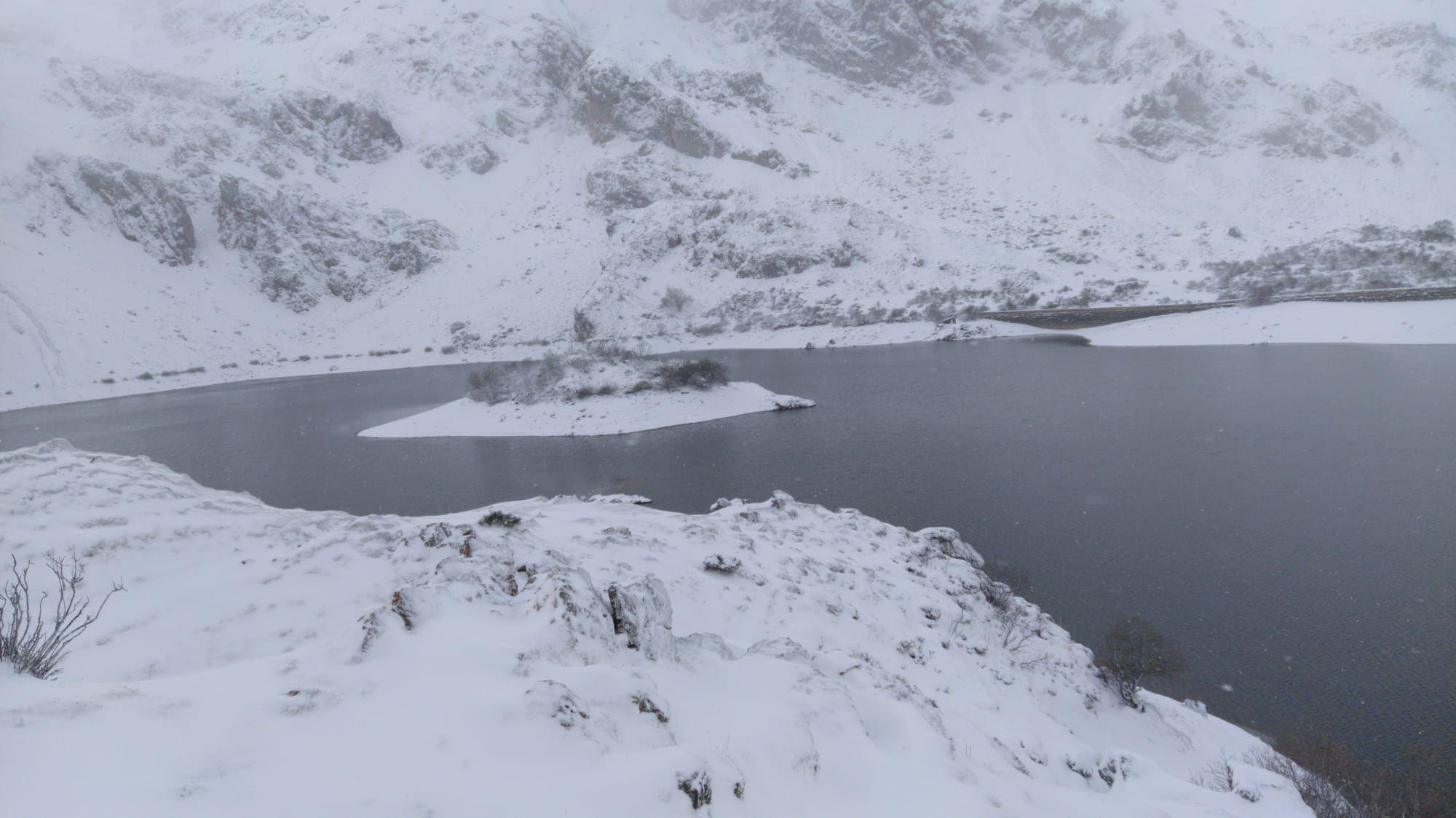 Primeras nieves en Asturias: de Covadonga a Tineo