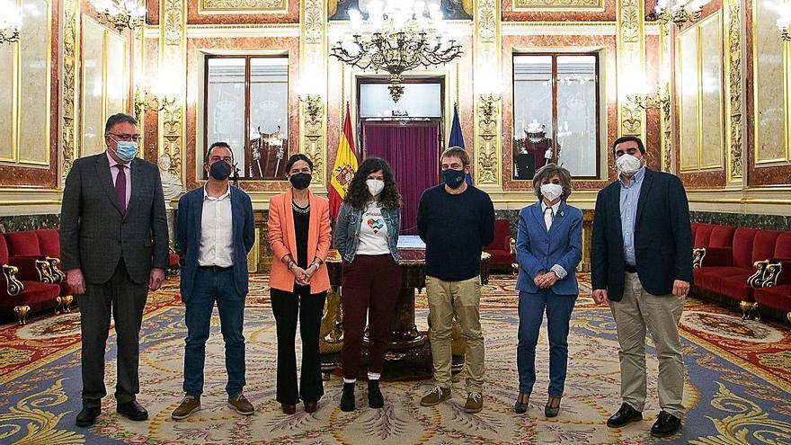 El PSOE tumba en el Congreso la ley de sanidad que defendió su portavoz en la Junta