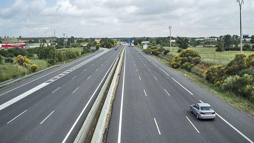 El Gobierno prevé peajes en las autovías para su mantenimiento