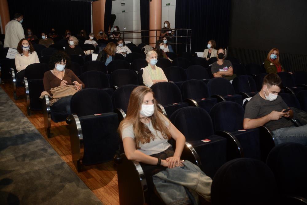 El estreno del documental, ayer, en el Teatro Principal. / Rafa Vázquez