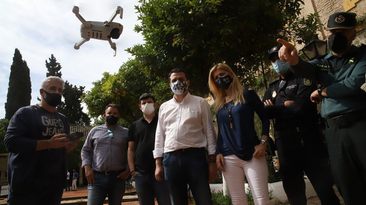 Dron que ayuda a controlar la afluencia a los patios.
