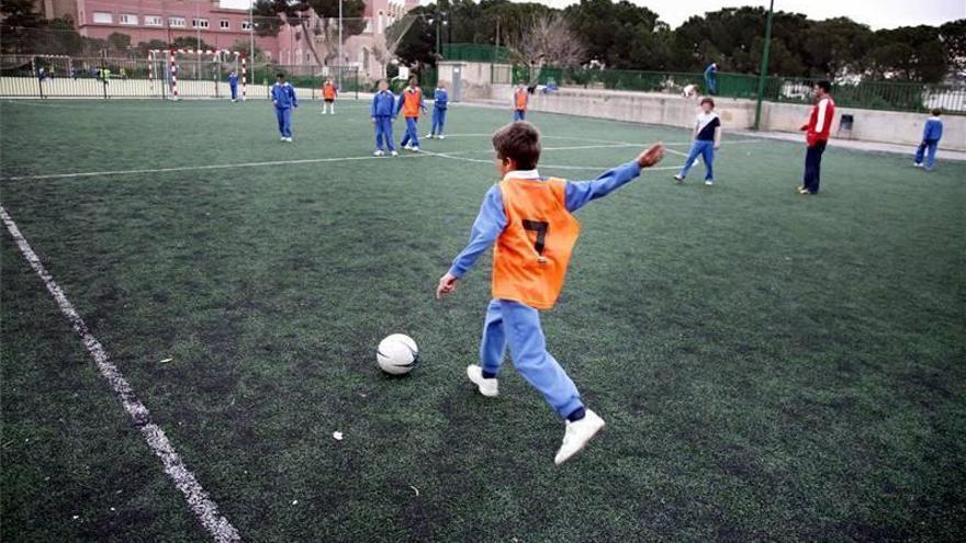 Andalucía rectifica y permite deporte no federado al aire libre a menores de 16 tras las 18.00