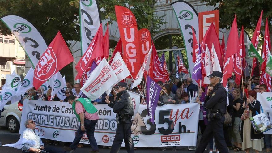 """UGT llama a la huelga del 6N al ser """"imposible"""" la negociación de las 35 horas con la Junta de Castilla y León"""
