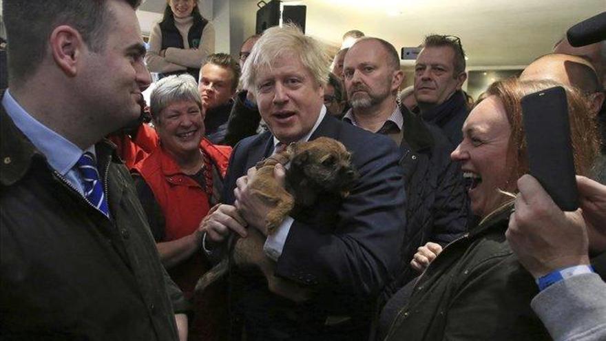 Johnson apela a la unidad del país y promete un proyecto ilusionante
