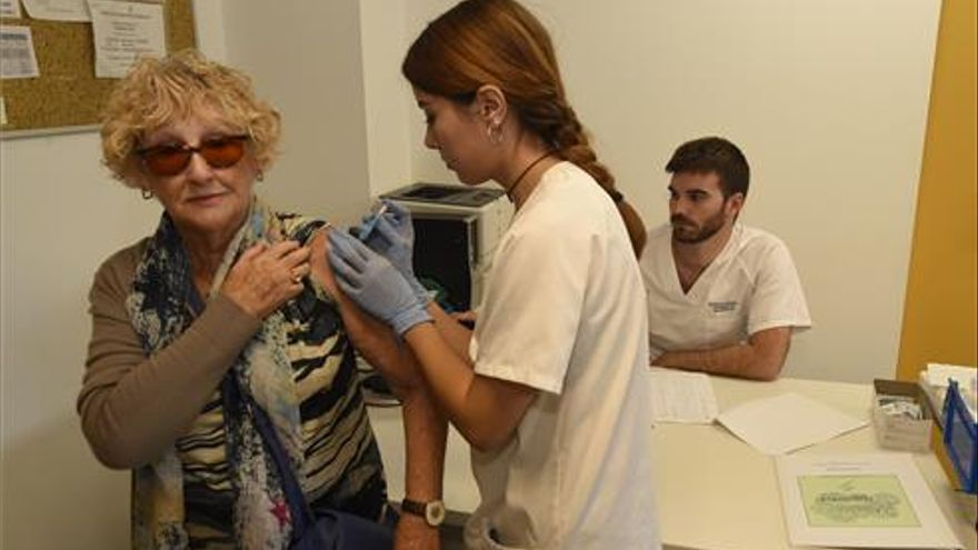 Sanidad prevé un repunte de la vacunación de la gripe al llegar el frío en Castellón