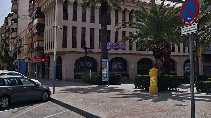 Compromís paraliza un proceso de empleo en Sant Joan para exigir el valenciano