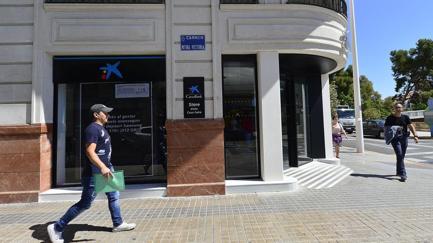 Caixabank ubicará cajeros en 20 pueblos de Alicante por encargo del Consell
