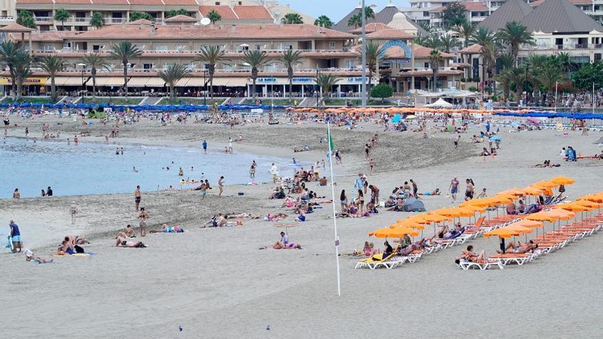 Asisten a un niño de 4 años con signos de ahogamiento en una playa del sur de Tenerife