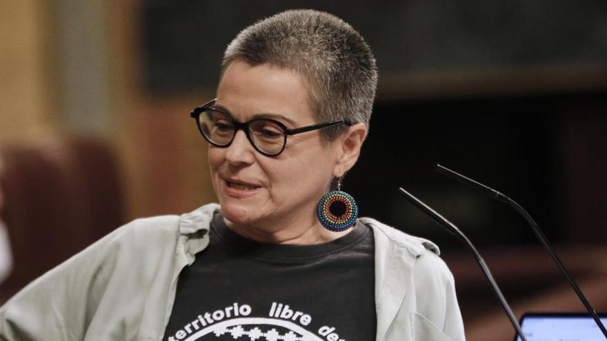 """Batet pide a una diputada de ERC que quite de la tribuna una pegatina de """"Fuera Vox"""""""