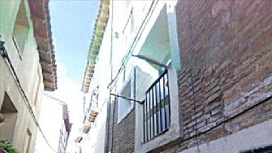 12.300 € Venta de casa en Tarazona 109 m2, 6 habitaciones, 3 baños, 113 €/m2...