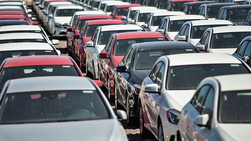 Los fabricantes restringen la venta a los 'rent a car' de Baleares porque faltan coches y pagan menos