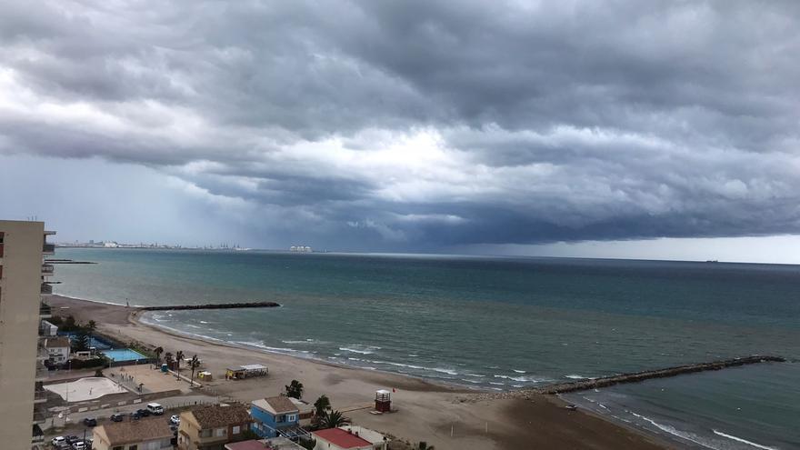 Lo peor de la tormenta descargará esta noche sobre València