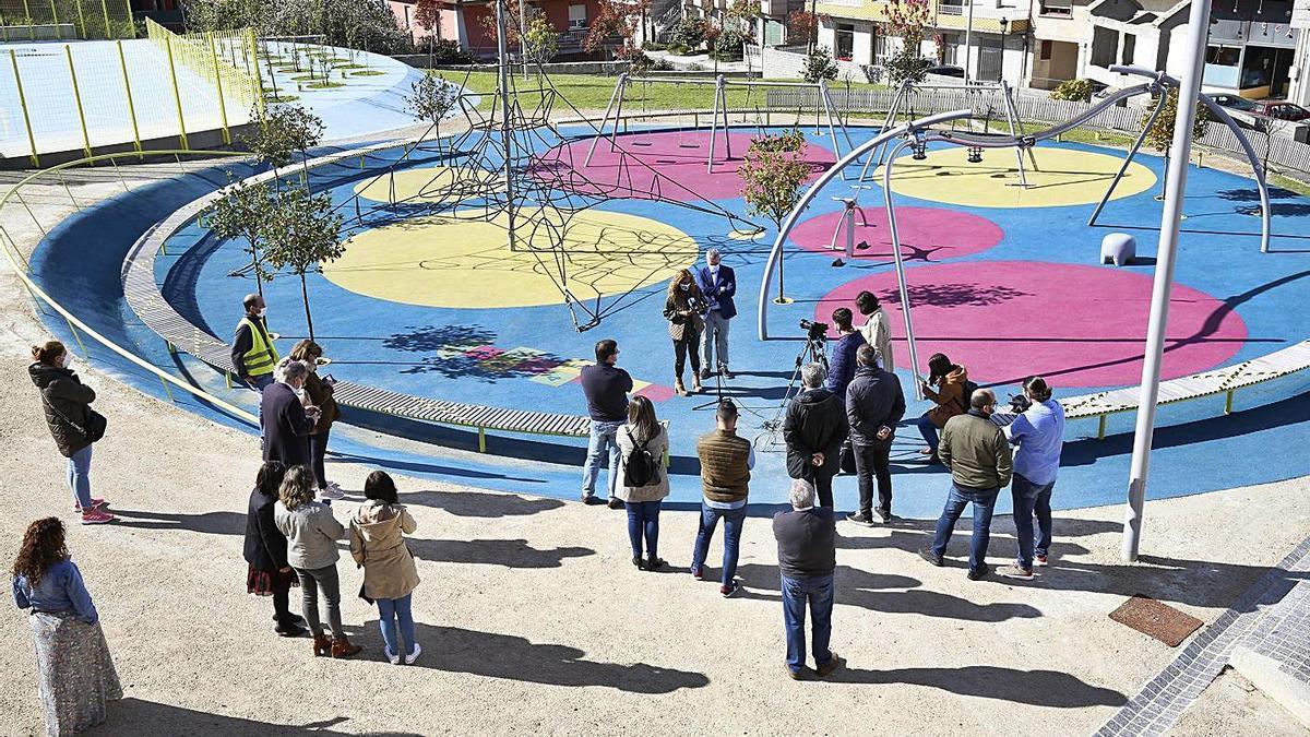 A presidenta da Deputación, Carmela Silva, asistiu á inauguración do parque no centro cañicense.   | // D.P.