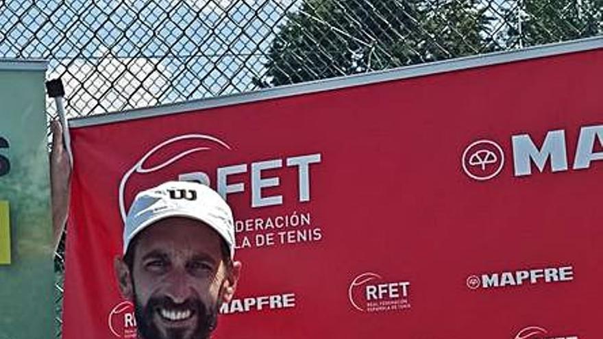 Paola Piñera, campeona de España alevín de dobles de tenis