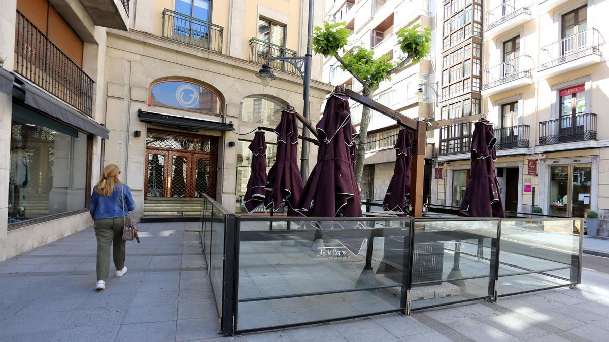 Un local de Valladolid cerrado.