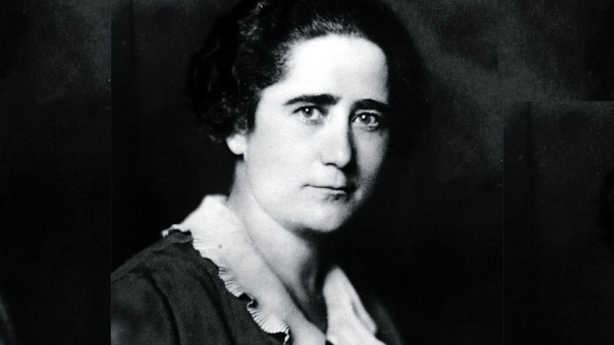 Clara Campoamor (Madrid, 1888 - Lausanne, 1972) was a politician, lawyer, writer, and pioneer defender of women's suffrage