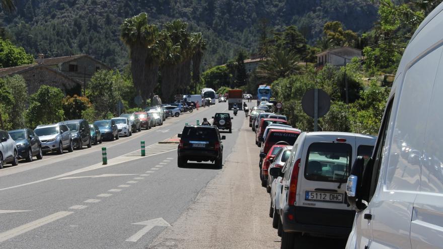 Firmas en demanda de pasos de peatones en la carretera del desvío, en Sóller