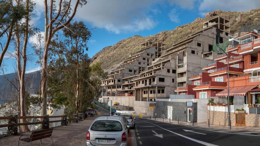 Los Gigantes alivia el parón turístico con la construcción de tres complejos de lujo