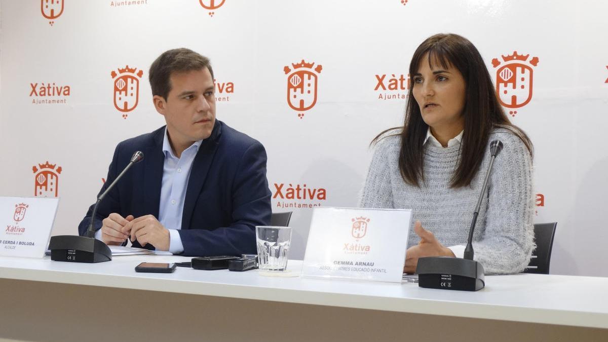 Roger Cerdà y Gemma Arnau durante la presentación del plan de gratuidad, en diciembre