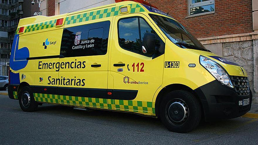 Los bomberos excarcelan a un conductor herido tras un accidente en la autovía  A-6 en La Torre del Valle
