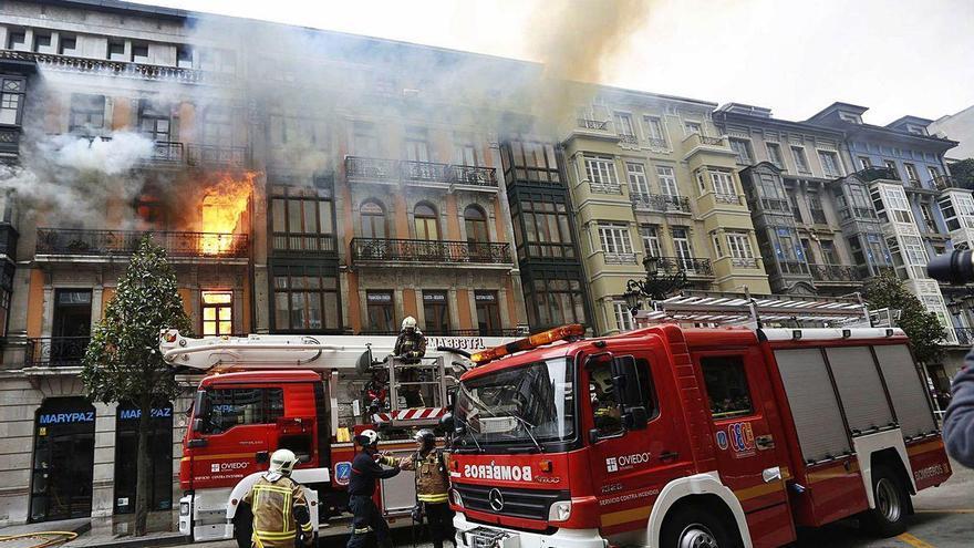 Oviedo recupera el mantenimiento de las bocas de incendio tras años de abandono