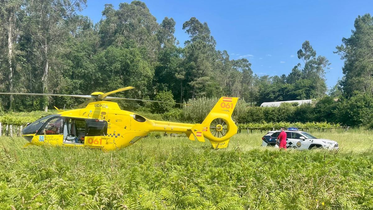 El helicóptero del 061 que recogió a la víctima.