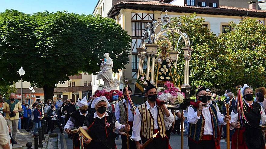 Villaviciosa recibe a la Virgen Peregrina en su camino a Santiago