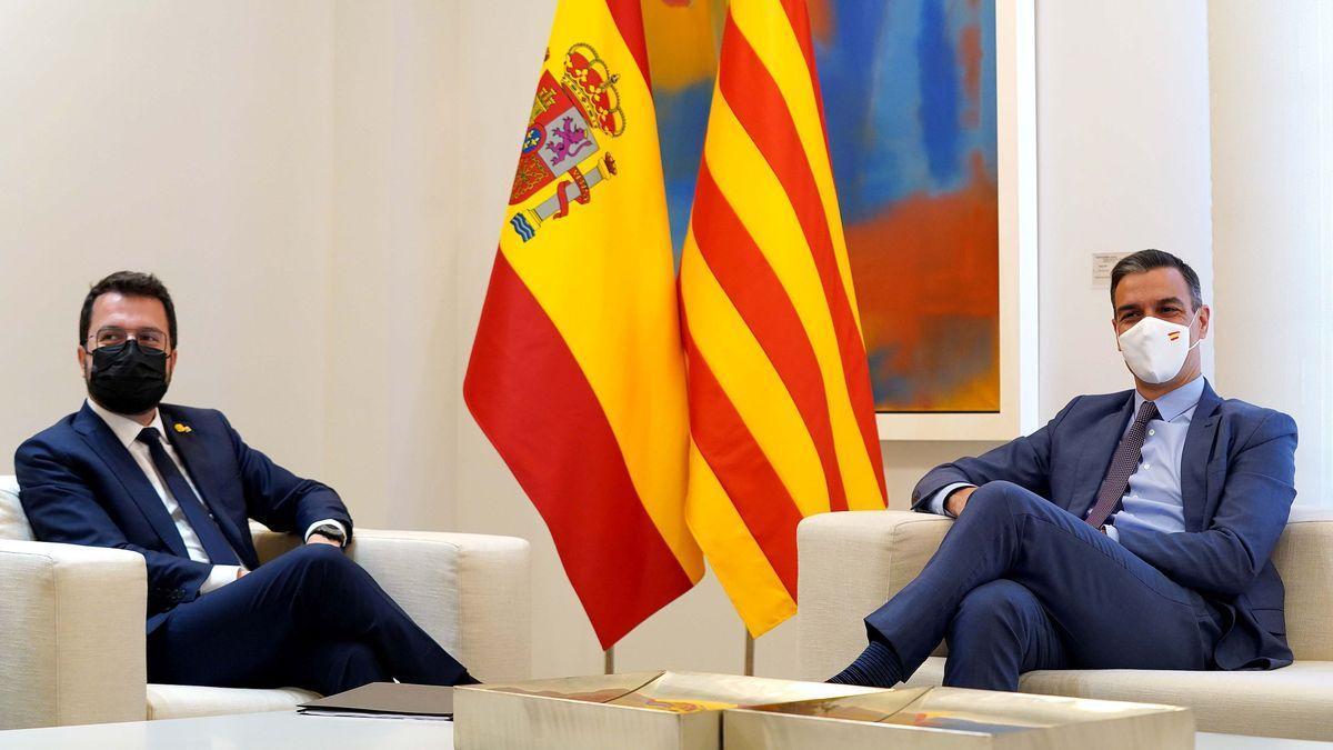 El presidente del Gobierno, Pedro Sánchez, recibe en la Moncloa por primera vez a Pere Aragonès, 'president' de la Generalitat.
