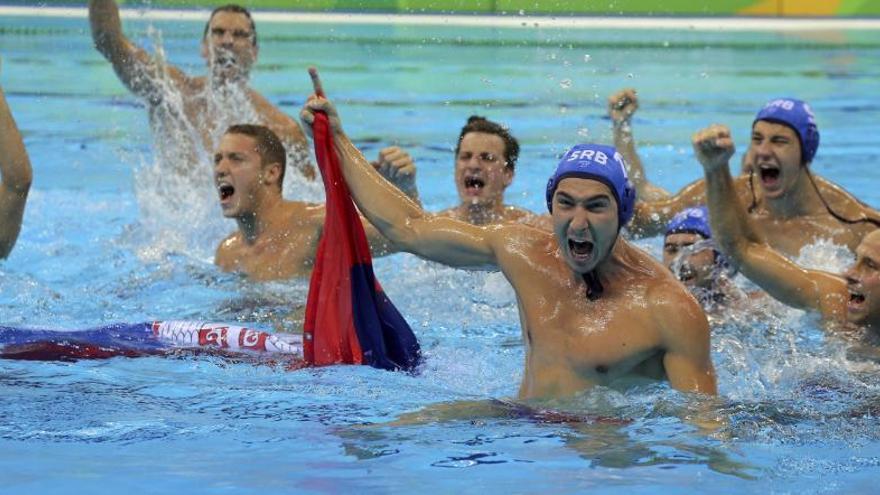Serbia destrona a Croacia y logra el oro en waterpolo