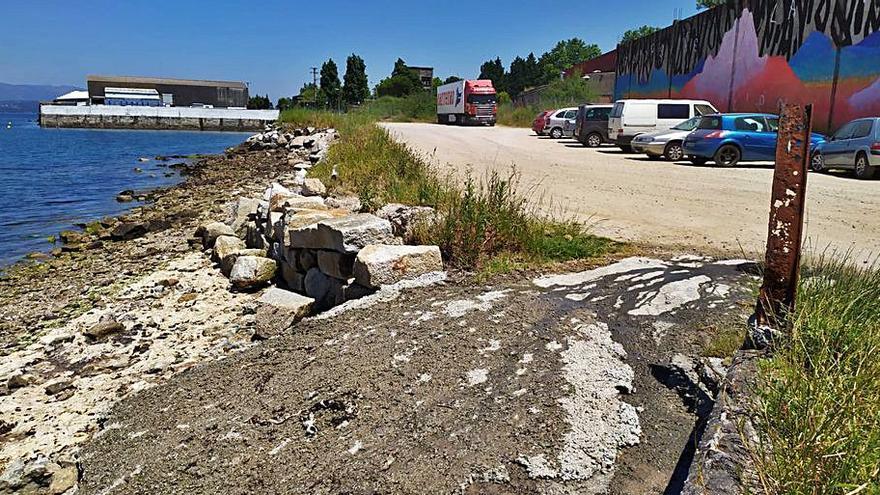 Vecinos de Vilaxoán denuncian un vertido próximo a una zona marisquera