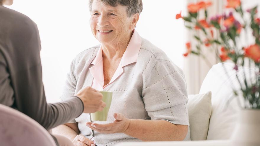 La pandemia dispara las cuidadoras no profesionales de personas mayores