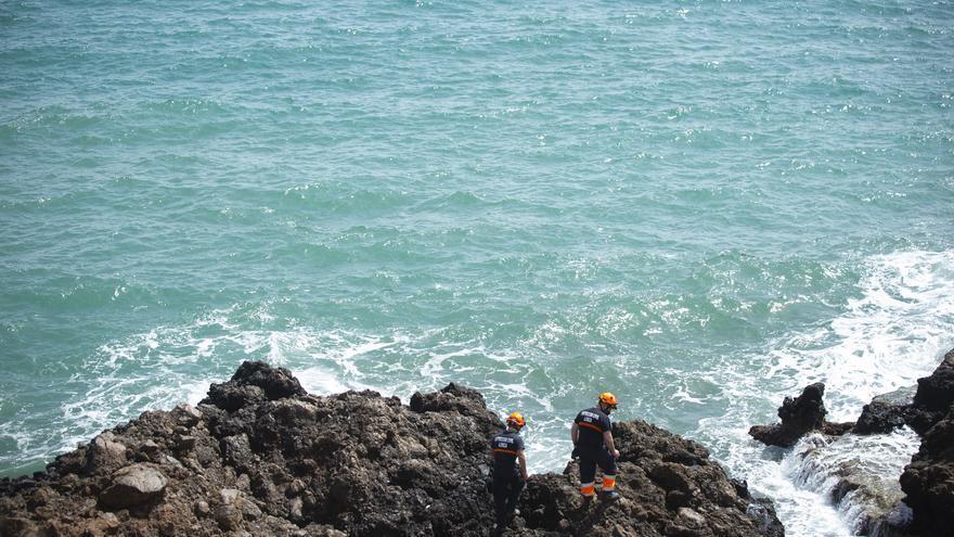 Hallan el cadáver de uno de los nueve desaparecidos en el naufragio de una patera en Mazarrón