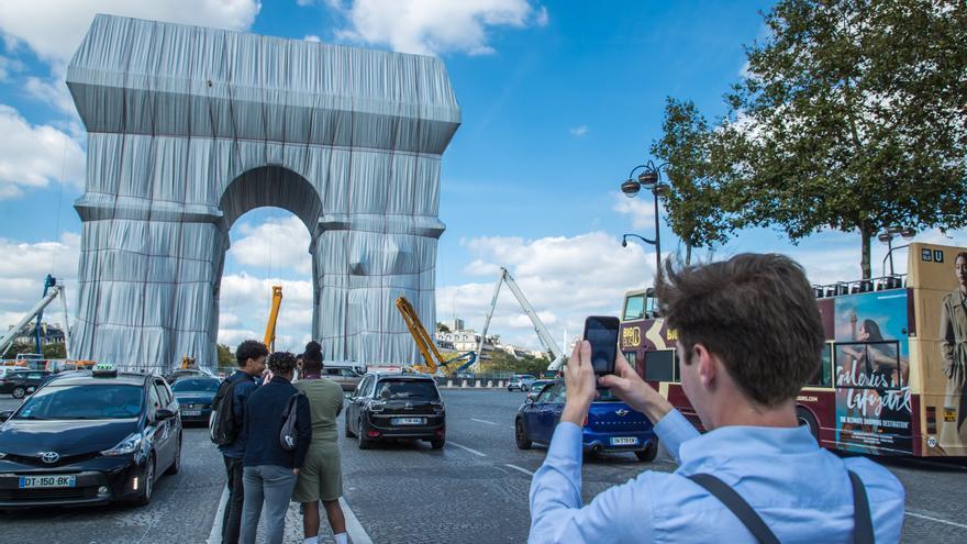El Arco del Triunfo embalado: el sueño del artista búlgaro Christo