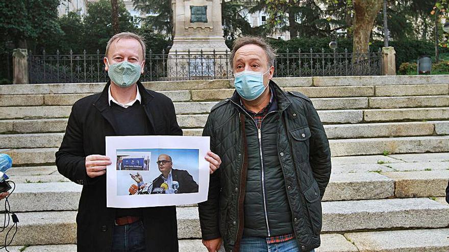 """Archivada la denuncia contra el PSOE por la valla que tachaba a Baltar, Feijóo y Jácome de """"letais para Ourense"""""""