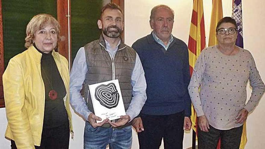 Can Parrí recibe el reconocimiento 'montuïrer' Vermell-Collet por su labor