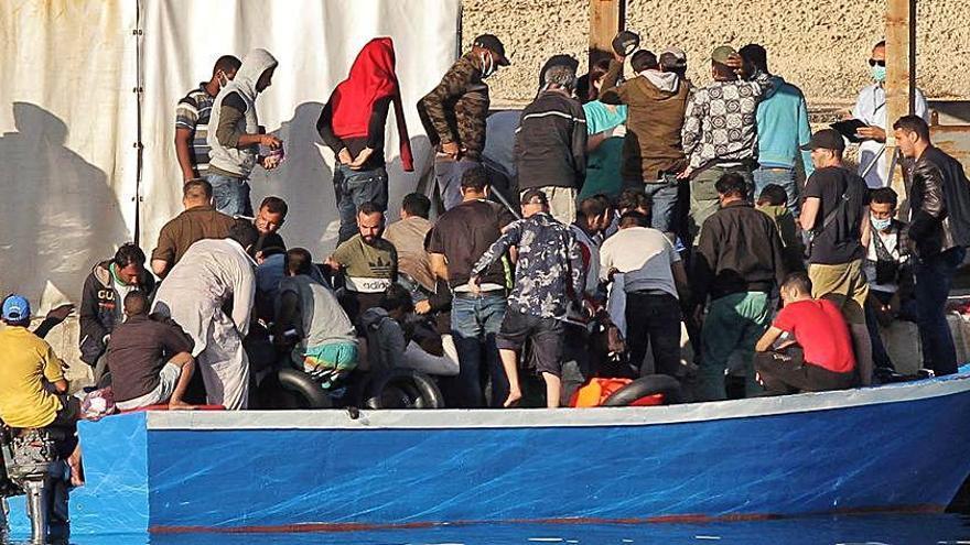 L'alcalde de Lampedusa demana ajuda per la crisi migratòria