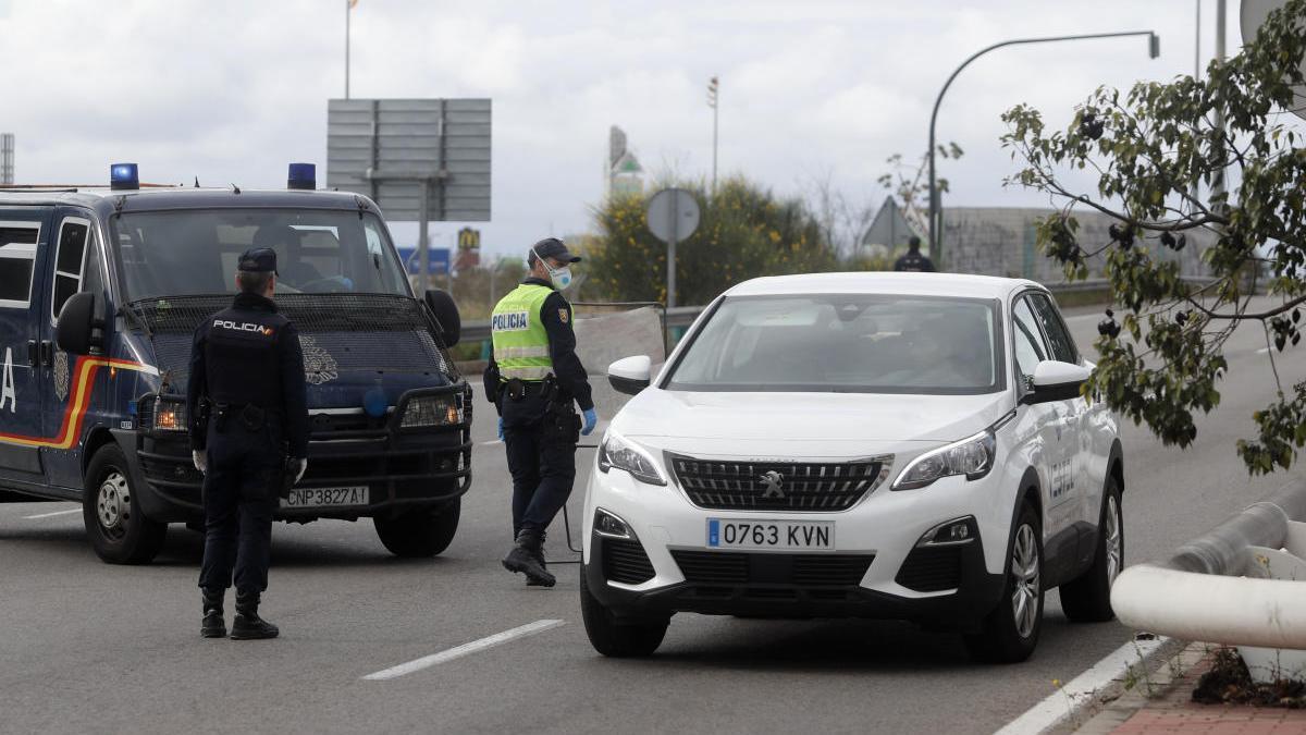 Control de la Policía Nacional en València durante el estado de alarma.