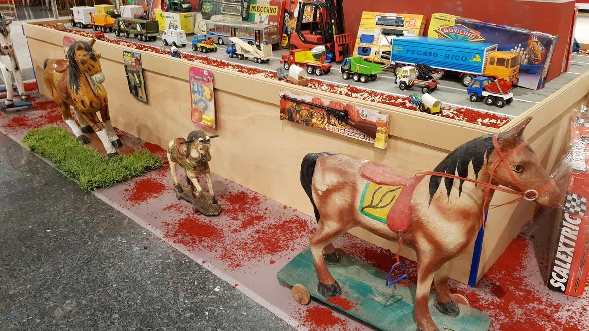 Scalextrix y Super Cinexin son algunos de los juguetes que forman parte de la exposición que podrá verse en Arena Multiespacio.