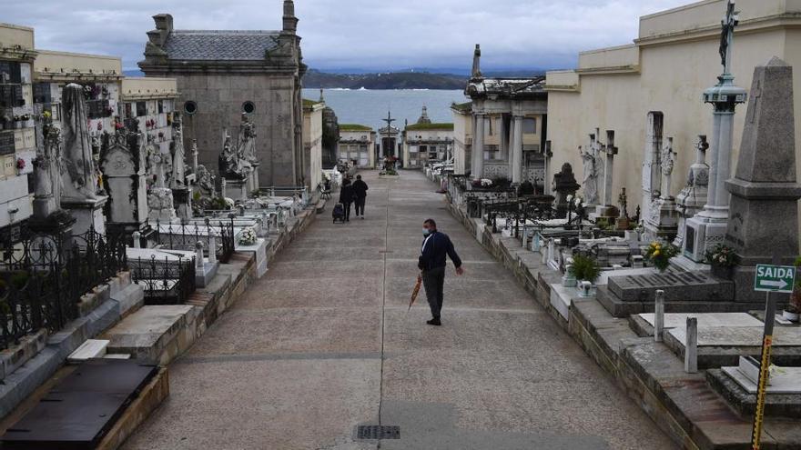 Más silencio que nunca por 'Difuntos' en A Coruña