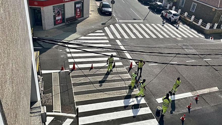 Curtis inicia los trabajos de pintado de la señalización horizontal en los núcleos urbanos de Curtis y Teixeiro
